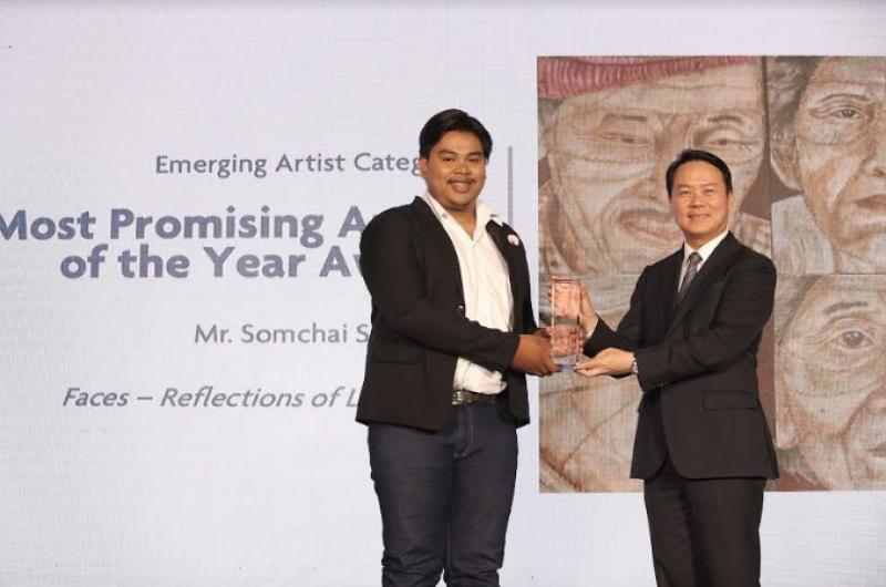 นิสิตสาขาวิชาทัศนศิลป์ คณะศิลปกรรมศาสตร์ ได้รับรางวัลชนะเลิศอันดับ 1 ประเภทศิลปินหน้าใหม่ จากการประกวดจิตรกรรมยูโอบี ครั้งที่ 10