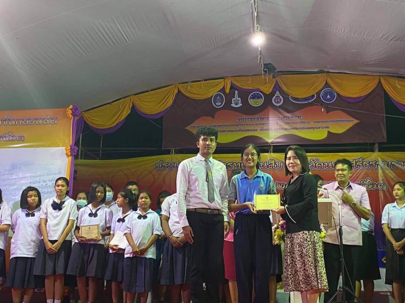 นิสิตคณะศึกษาศาสตร์ มหาวิทยาลัยทักษิณ ได้รับรางวัลชนะเลิศการประกวดแข่งขันกลอนสดระดับอุดมศึกษา เนื่องในงานเทศกาลเดือนสิบ ประจำปี 2563